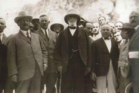 הביקור הראשון של רוטשילד בארץ - הברון ופמלייתו