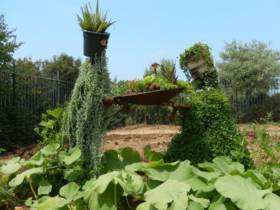 פסל בגינה המאפשרת