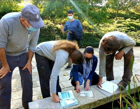 קבוצה מנסה לפתור את סוד הגנים